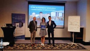 Rozdanie certyfikatów podczas IV szkolenia z inwestowania w nieruchomości 21