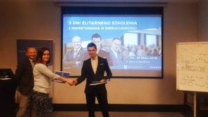 Rozdanie certyfikatów podczas IV szkolenia z inwestowania w nieruchomości 4