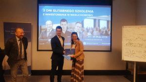 Rozdanie certyfikatów podczas IV szkolenia z inwestowania w nieruchomości 5