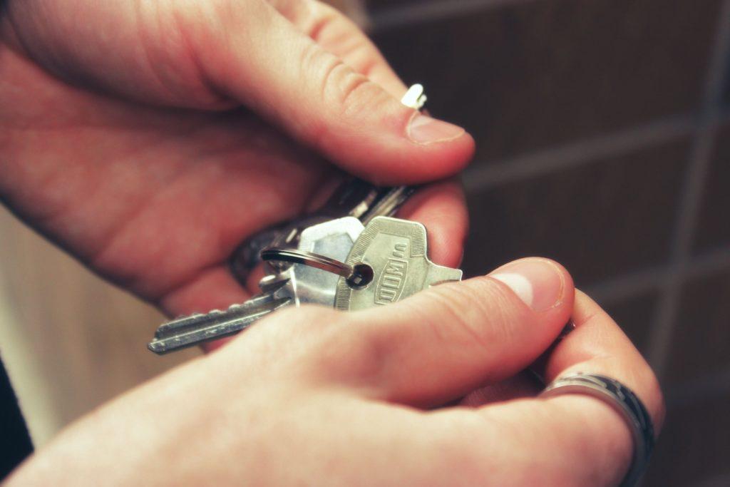 oddanie kluczy wynajmowanego mieszkania